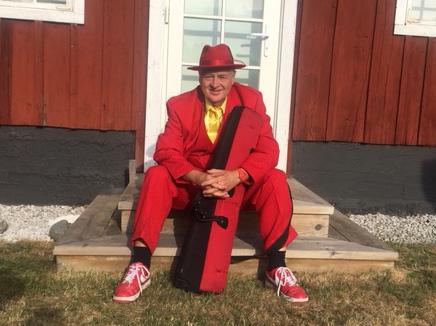 Jesse i röd kostym 2